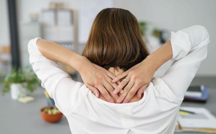 女性の悩みNo.1肩こりの原因と解消法