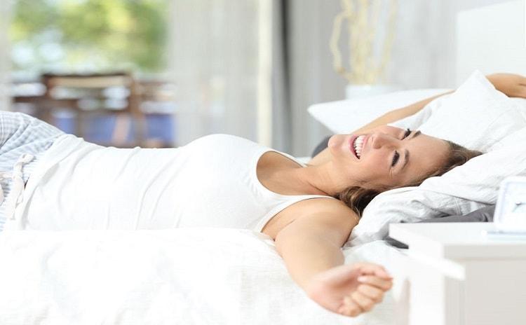 【管理栄養士監修】食事と睡眠の深い関係とは?理想の睡眠時間のた...
