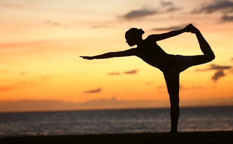 【ヨガセラピストが教える】身体も心もリラックス、安眠のためのヨ...