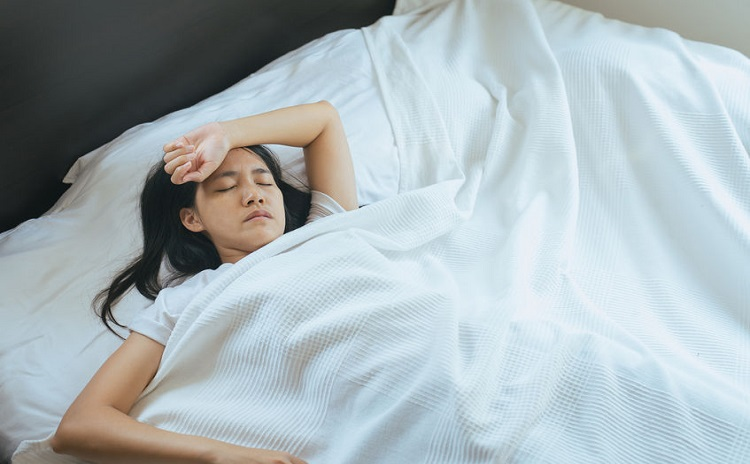 夏は寝苦しい!睡眠の質を高めて乗り切る方法