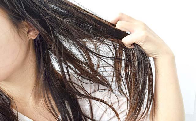 髪の毛パサパサは老けの第一歩。夏の日差しから髪を守ろう!